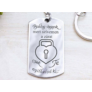 Kép 2/5 - RM alkotóműhely Csak te nyithatod acél medálos kulcstartó